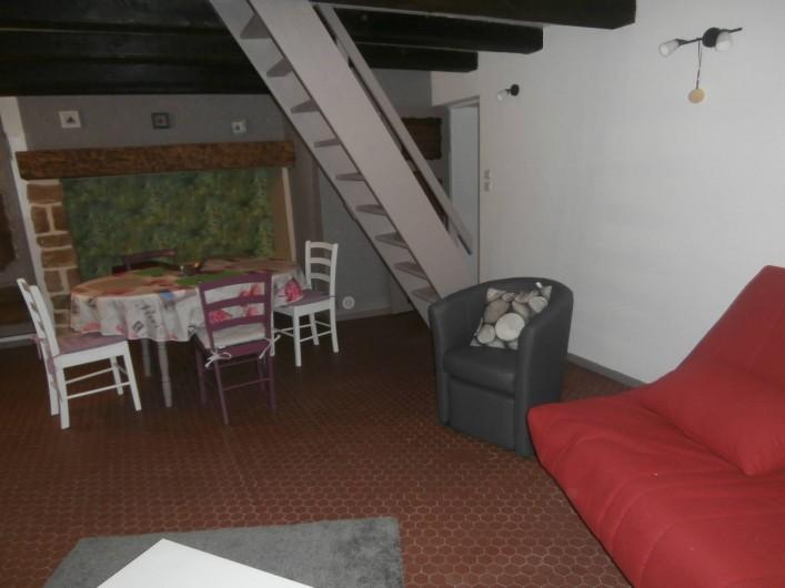 Location de vacances - Gîte à Beuvrequen - Devant la cheminée le coin repas