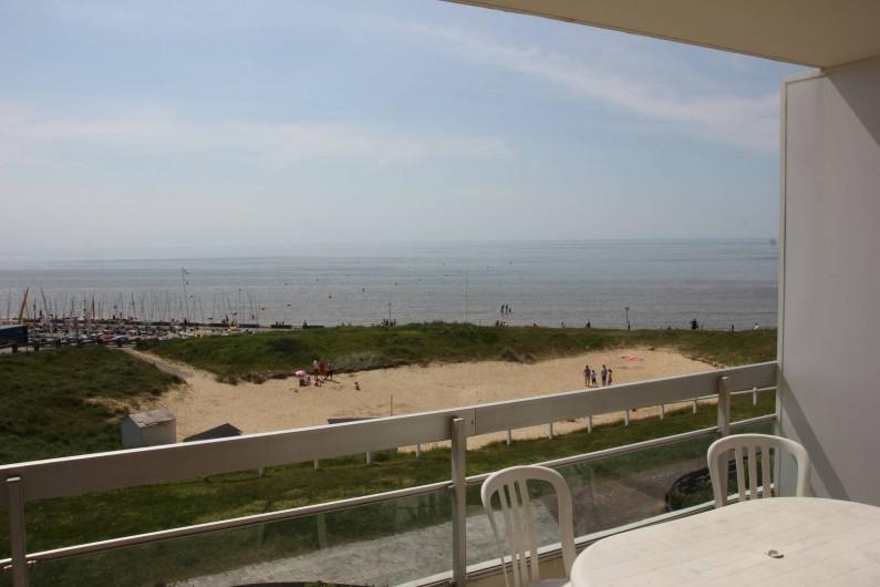 Location de vacances - Studio à Hardelot-Plage - Vue sur mer depuis le balcon, doté d'une table et 4 chaises