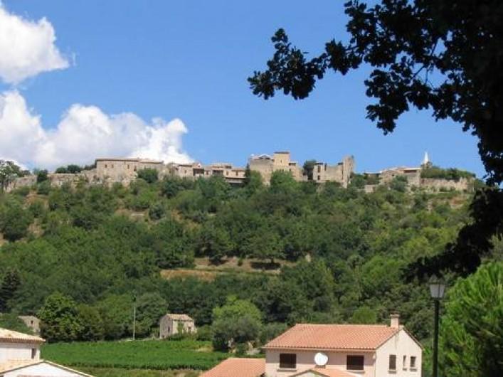 Location de vacances - Maison - Villa à Cornillon - vue d'en bas du village