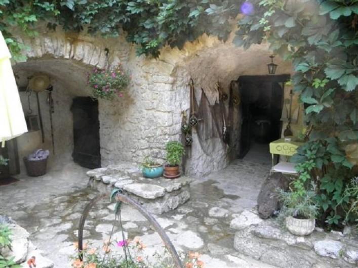 Location de vacances - Maison - Villa à Cornillon - Bas de la maison (côté façade)
