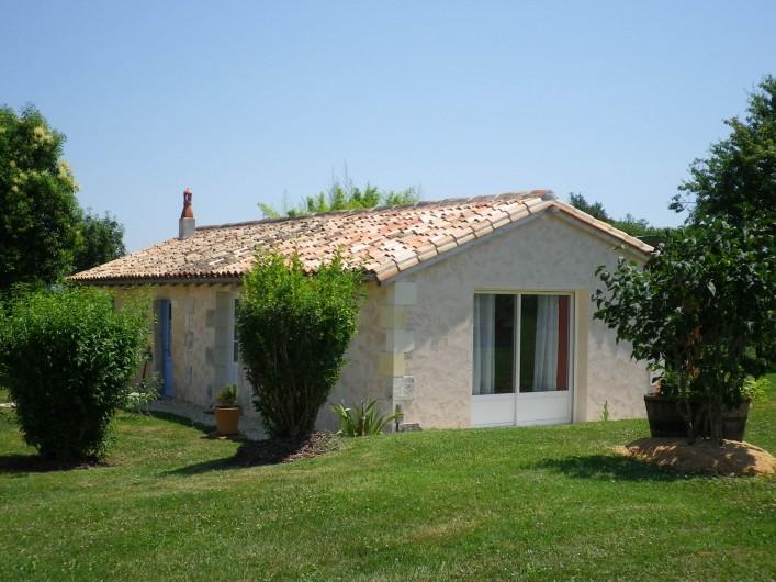 Location de vacances - Gîte à Vanzac - Façade  coté chambre