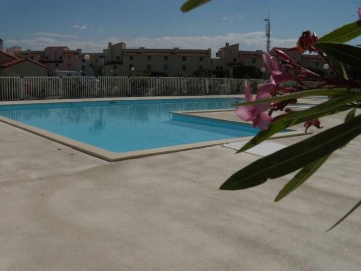 Location de vacances - Villa à Le Barcarès - Piscine commune