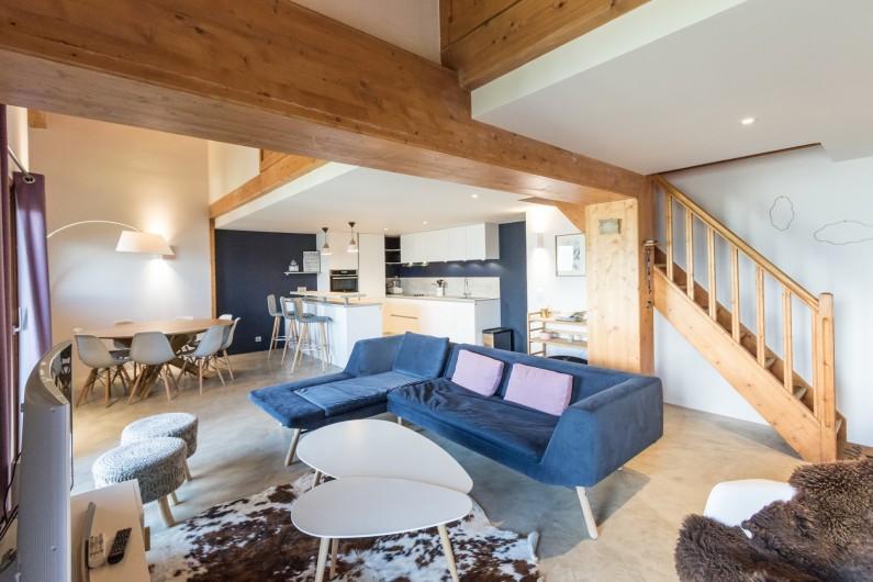 Location de vacances - Appartement à Arc 1800 - Le salon et la salle à manger donnent sur une belle cuisine américaine