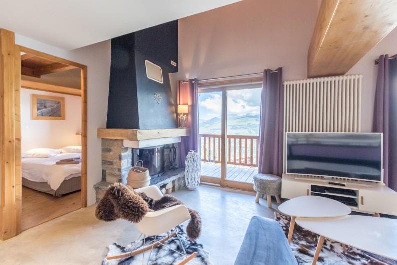 Location de vacances - Appartement à Arc 1800 - Le salon comprend une belle cheminée pour profiter de belles flambées l'hiver