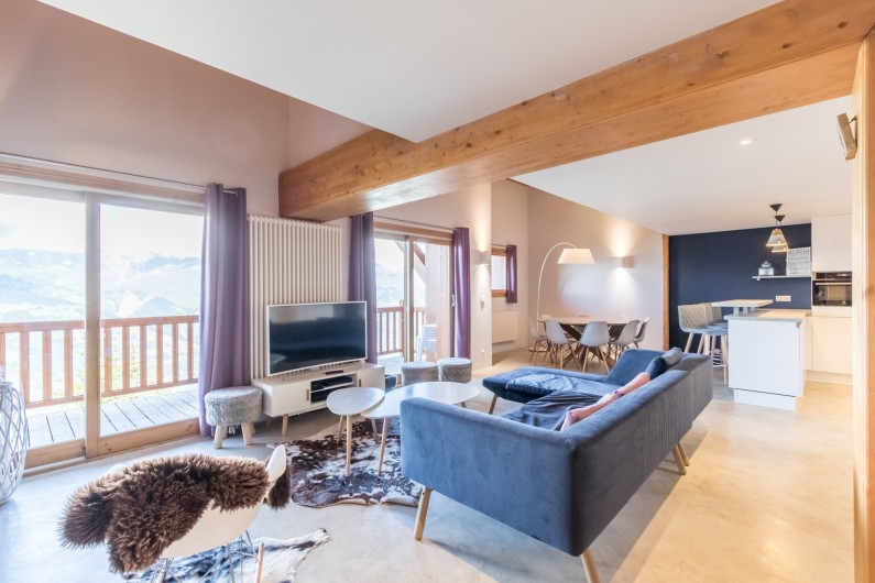 Location de vacances - Appartement à Arc 1800 - Une pièce à vivre spacieuse donnant sur une terrasse, décorée en 2016