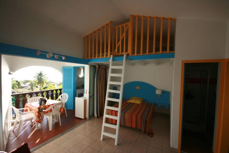 Location de vacances - Appartement à Sainte-Anne - Coin couchage et salle à manger