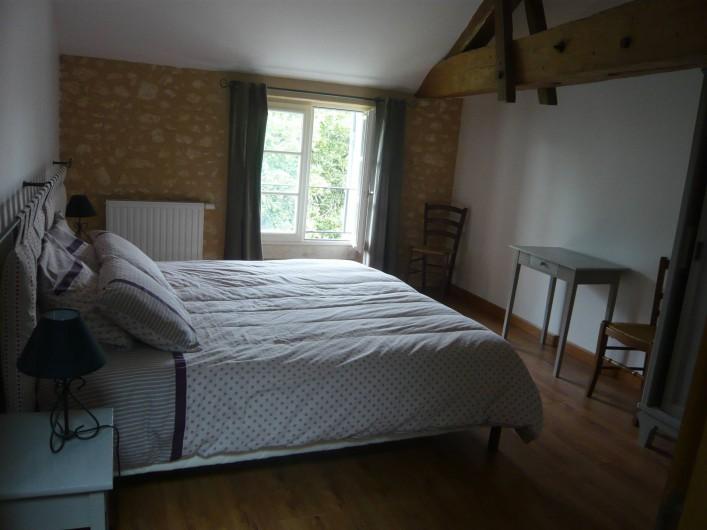 Location de vacances - Gîte à Saint-Aulaye - Chambre à l'étage 2 lits (90 x 200) attenants ou dissociés.