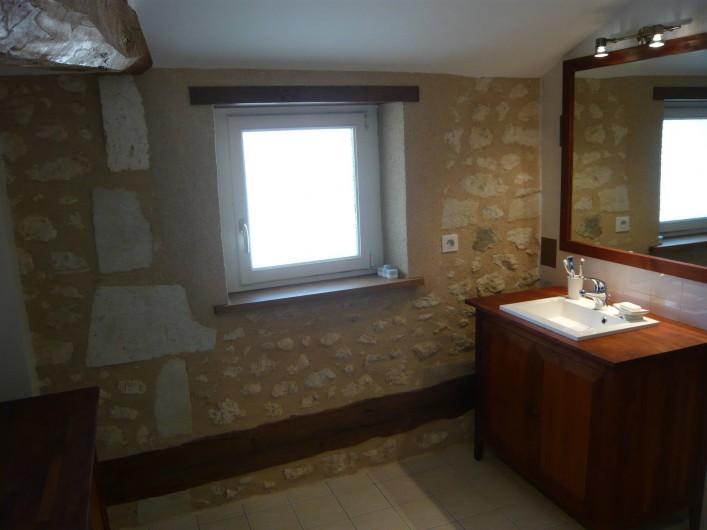 Location de vacances - Gîte à Saint-Aulaye - Salle de bain à l'étage avec douche spacieuse