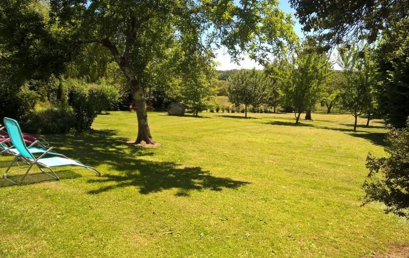Location de vacances - Gîte à Saint-Aulaye - Un jardin avec une vue imprenable
