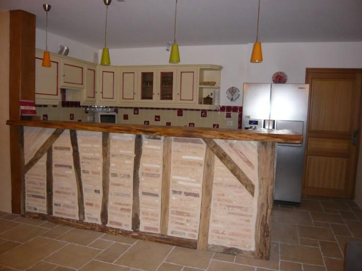 Location de vacances - Gîte à Saint-Aulaye - Cuisine toute équipée (four, plaques, micro-onde, lave-vaisselles...)