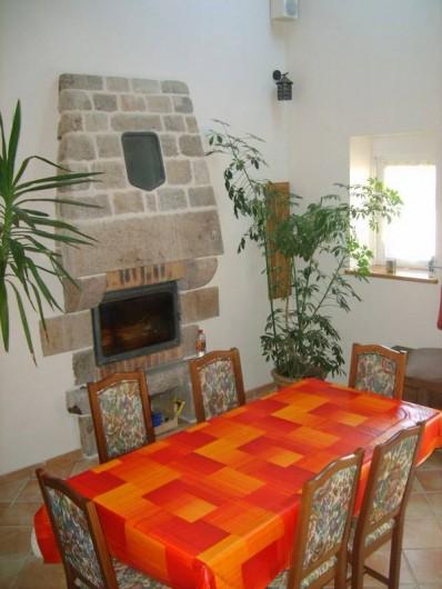 Location de vacances - Gîte à Calanhel - La cheminée , le séjour