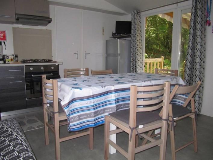 Location de vacances - Bungalow - Mobilhome à Saint-Brevin-les-Pins - Séjour table dépliée pour 6 personnes