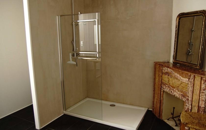 Location de vacances - Chambre d'hôtes à Saint-Urcize - Salle d'eau chambre 2