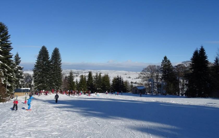 Location de vacances - Chambre d'hôtes à Saint-Urcize - En hiver, la station de Saint Urcize enchante petits et grands