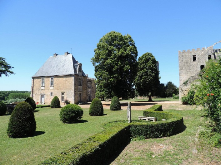 Location de vacances - Château - Manoir à Montreuil-Bonnin - jardin à la française