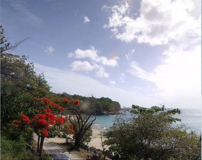 Location de vacances - Villa à Deshaies - la plage de Leroux  400 m de la villa