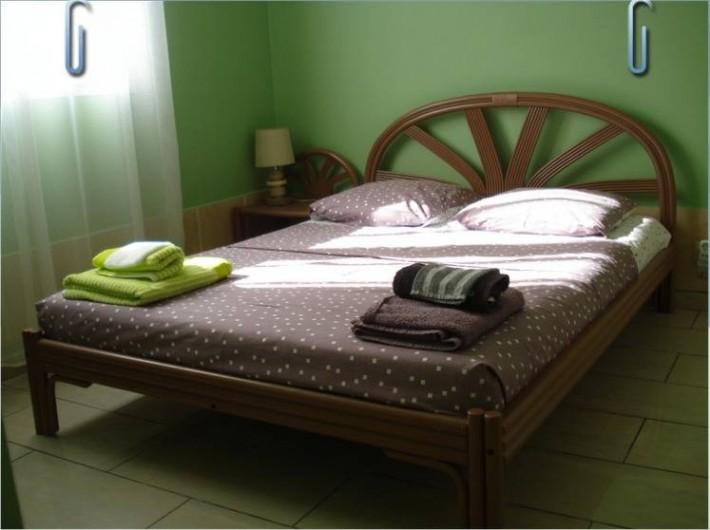 Location de vacances - Villa à Deshaies - la chambre pistache chocolat