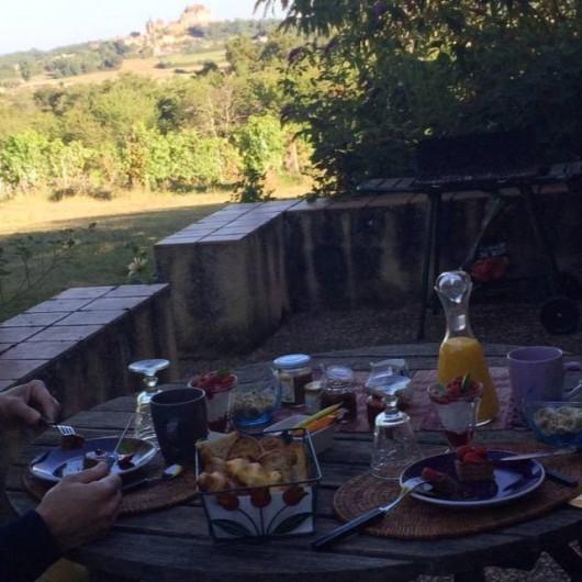 Location de vacances - Gîte à Biron - des petits déjeuners sur la terrasse