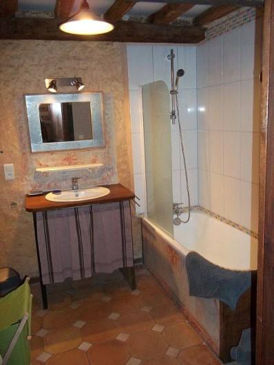 Location de vacances - Gîte à Biron - Une salle de Bain confortable