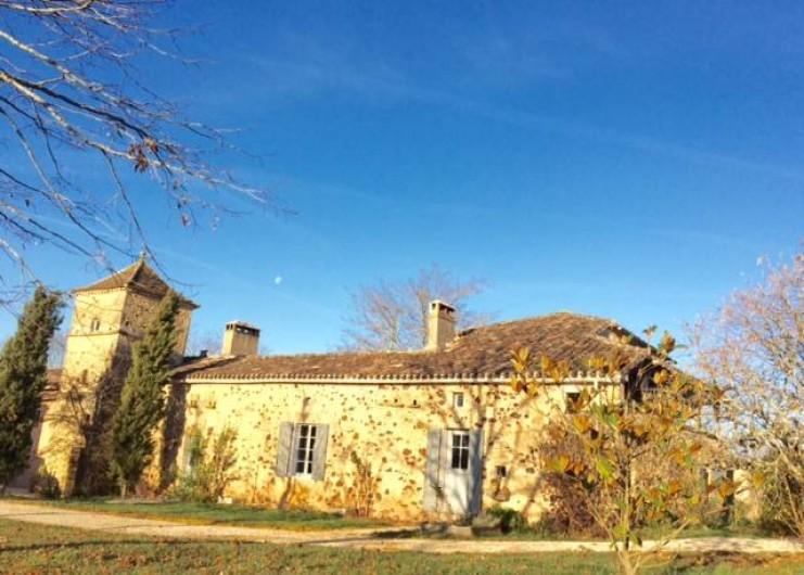 Location de vacances - Gîte à Biron - la couleur des vielles pierre restaurées