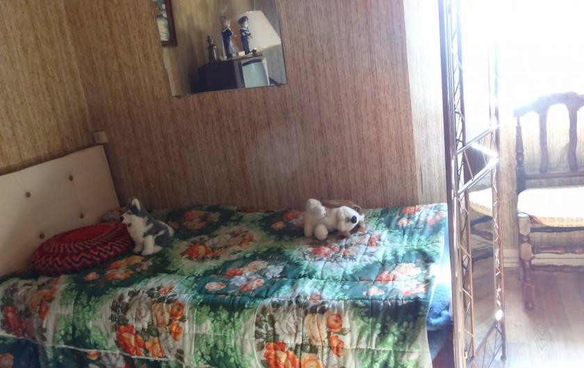Location de vacances - Maison - Villa à Teyssieu - Chambre 1 avec lit une parsonne