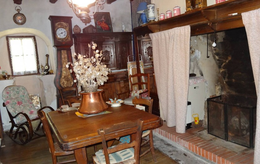 Location de vacances - Maison - Villa à Teyssieu - Salon/salle à manger avec cheminée