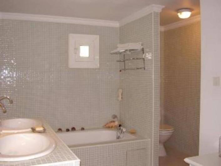 Location de vacances - Chambre d'hôtes à Caumont-sur-Durance - Salle de Bain