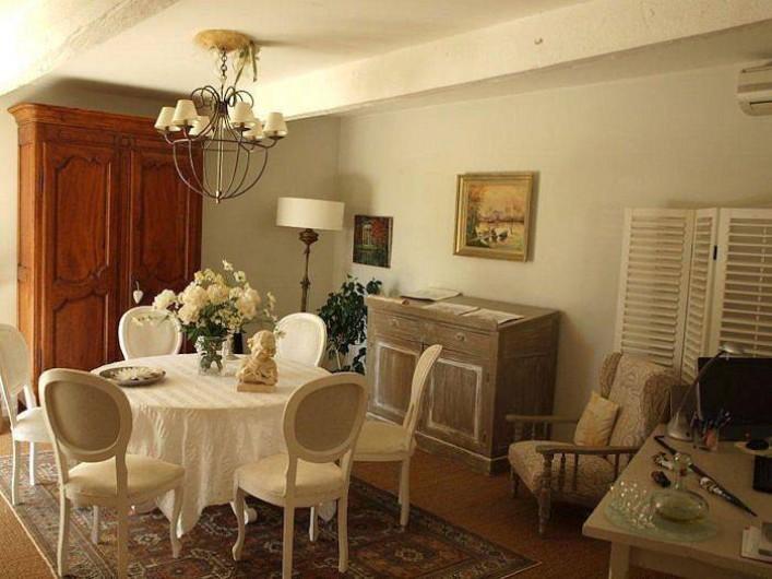 Location de vacances - Chambre d'hôtes à Caumont-sur-Durance - Salle à manger
