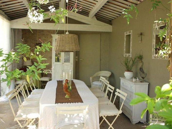 Location de vacances - Chambre d'hôtes à Caumont-sur-Durance - Salle à manger d'été