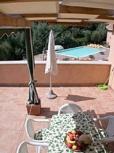 Location de vacances - Appartement à Guardistallo - Terrasse - Vue sur la piscine