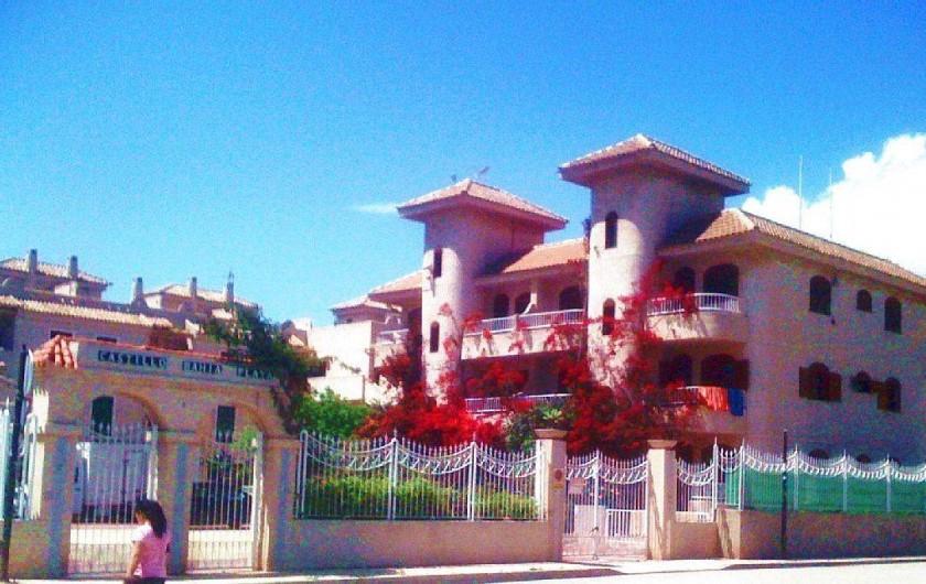 Location de vacances - Appartement à Puerto de Mazarrón - PARKING   ET FACADE CLOS ET SURVEILLE VIDEO