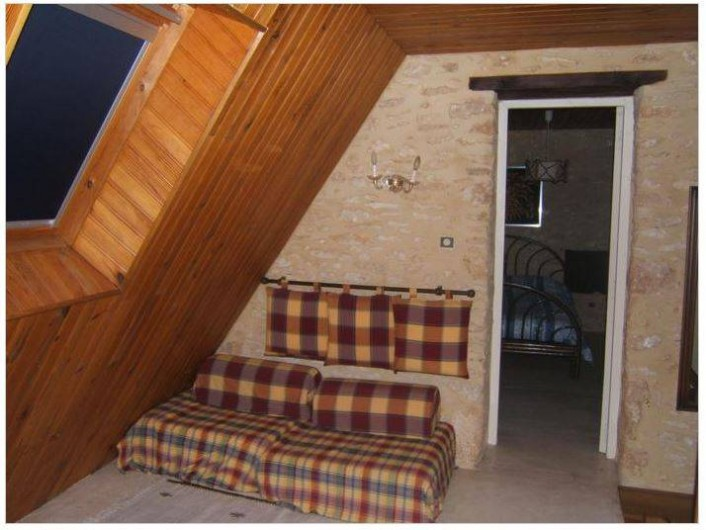 Location de vacances - Gîte à Saint-Cyprien - hall à l'étage, pièce de jeux en cas de mauvais temps