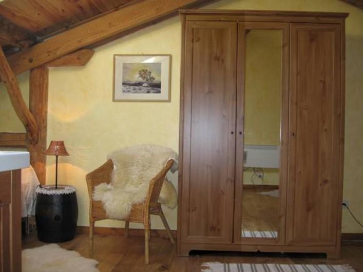 Location de vacances - Gîte à Xhierfomont - Chambre 4 lits simples au 2ème étage. Au Vieux Noyer Stoumont