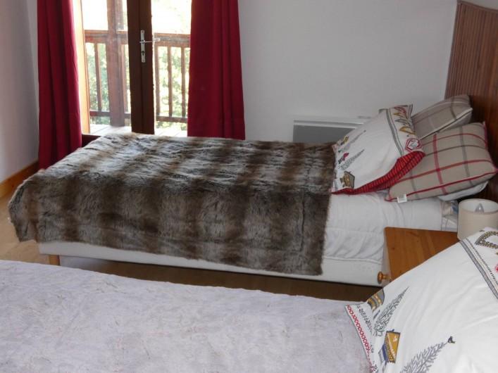 Location de vacances - Appartement à Puy-Saint-Vincent - 1iere chambre 2 lits 90/2M jumelable,possibilité de rajouter le lit bébé