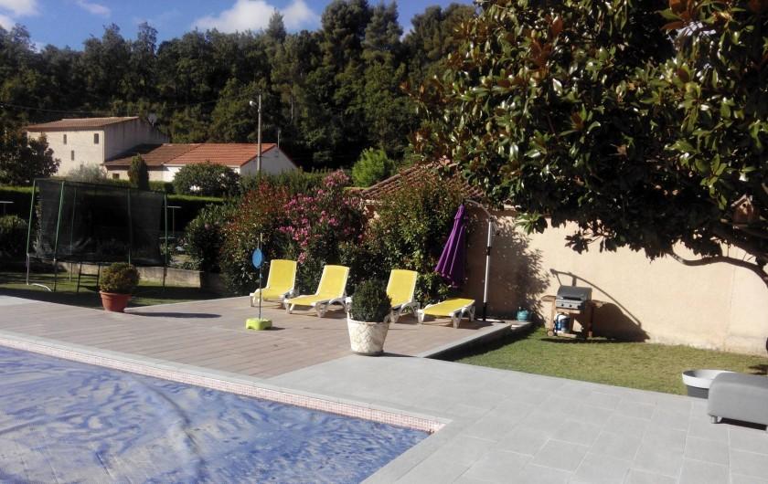 Location de vacances - Appartement à Mimet - Piscine qui se trouve devant