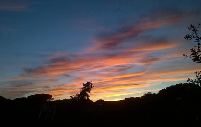 Location de vacances - Bungalow - Mobilhome à Le Muy - Idem au coucher du soleil...