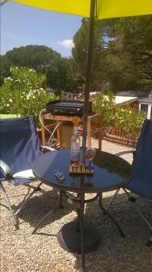 Location de vacances - Bungalow - Mobilhome à Le Muy - Histoire de prendre l'apéro...