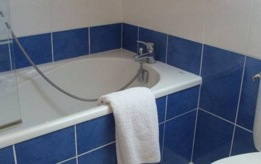 Location de vacances - Gîte à Logonna-Daoulas - salle de bains