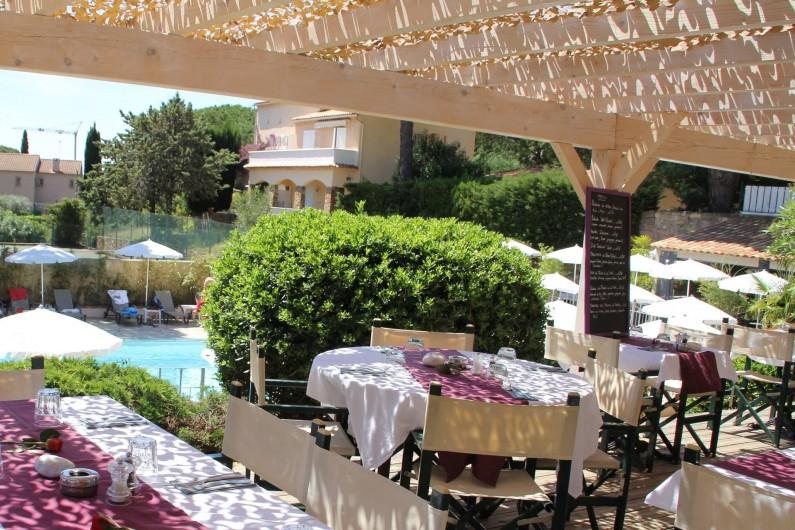 """Location de vacances - Chambre d'hôtes à Cavalaire-sur-Mer - Resto-chic """"Côté Piscine"""""""