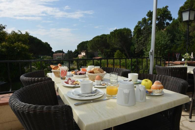 Location de vacances - Chambre d'hôtes à Cavalaire-sur-Mer - Terrasse Petit-Déjeuner