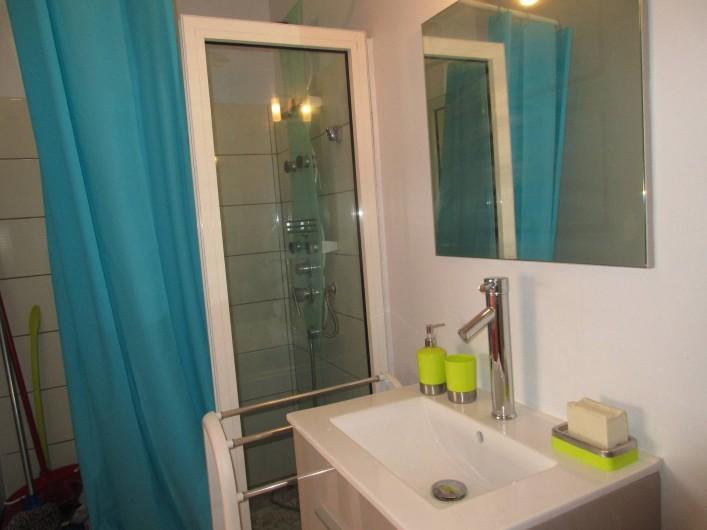 Location de vacances - Studio à Le Gosier - Douche - lavabo - wc