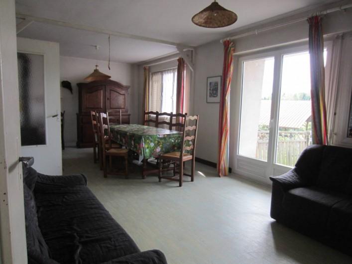 Location de vacances - Gîte à Vioménil - Grand salon avec salle à manger donnant sur terrasse