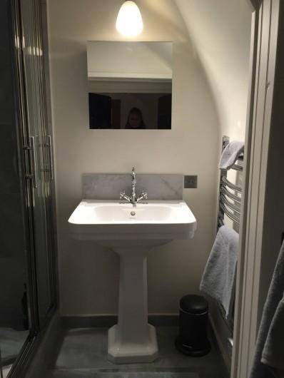 Location de vacances - Chalet à Megève - Salle de douche du haut