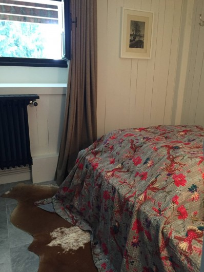 Location de vacances - Chalet à Megève - Chambre du bas et son lit en 140 cm