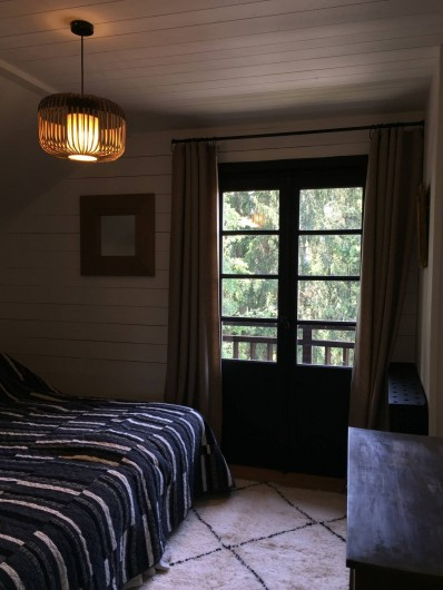 Location de vacances - Chalet à Megève - L'une des 3 chambres du haut avec ses 2 lits jumeaux joignables en un grand lit