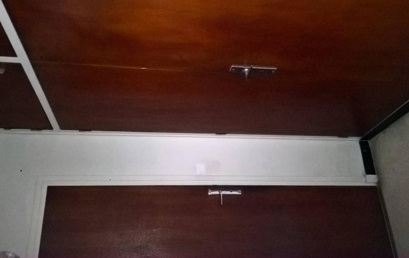 Location de vacances - Appartement à Le Grau-du-Roi - toilettes indépendantes et placard