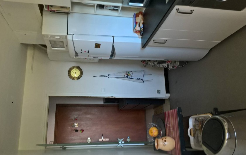 Location de vacances - Appartement à Le Grau-du-Roi - Cuisine côté Nord donnant dans le hall d'entrée.