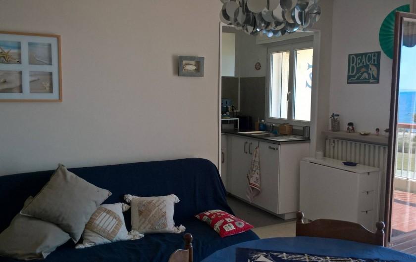 Location de vacances - Appartement à Le Grau-du-Roi - Séjour avec le 1er Clic-clac et accès cuisine