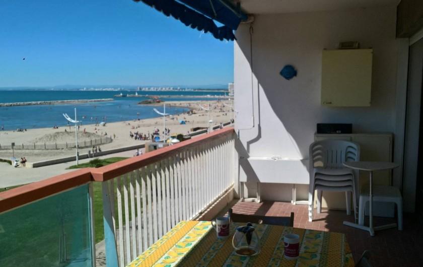 Location de vacances - Appartement à Le Grau-du-Roi - vue du balcon sur la plage