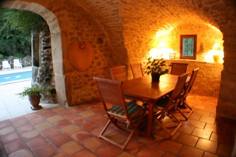 Location de vacances - Mas à Chantemerle-lès-Grignan - salle à manger d'été